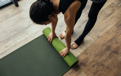How to Choose the Right Yoga Clothing & Props