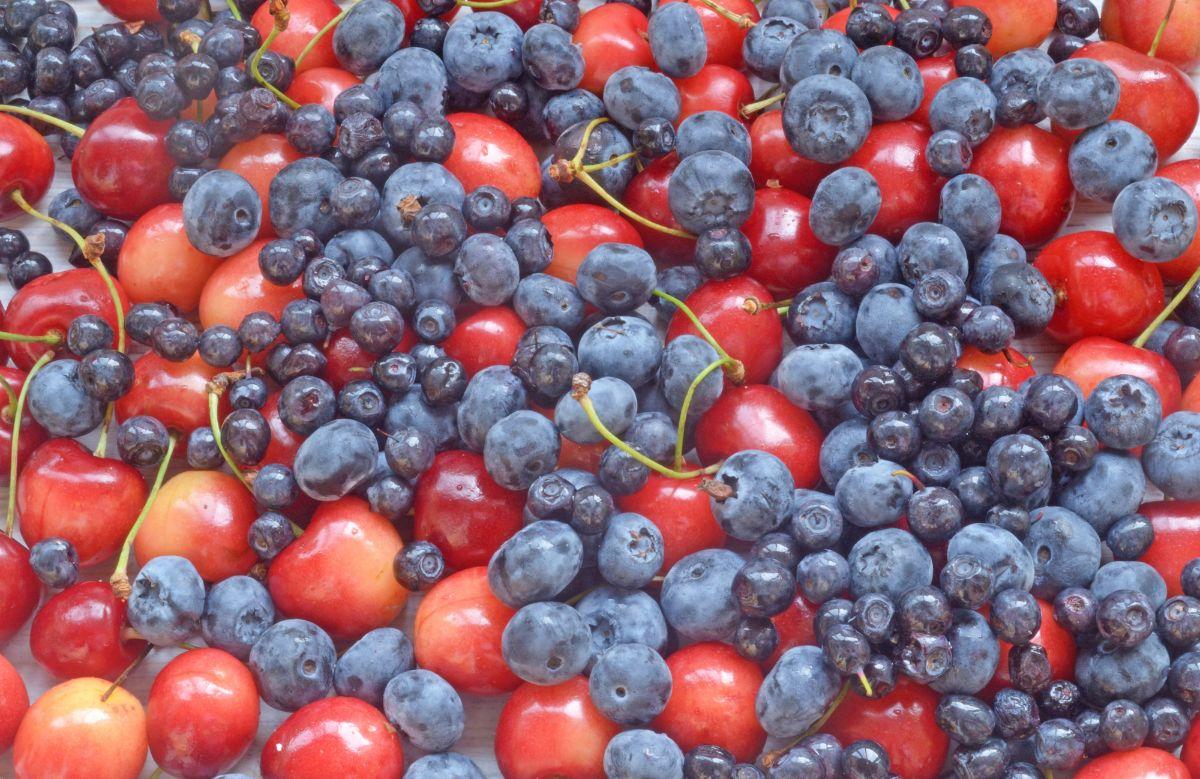 Cherries & blueberries